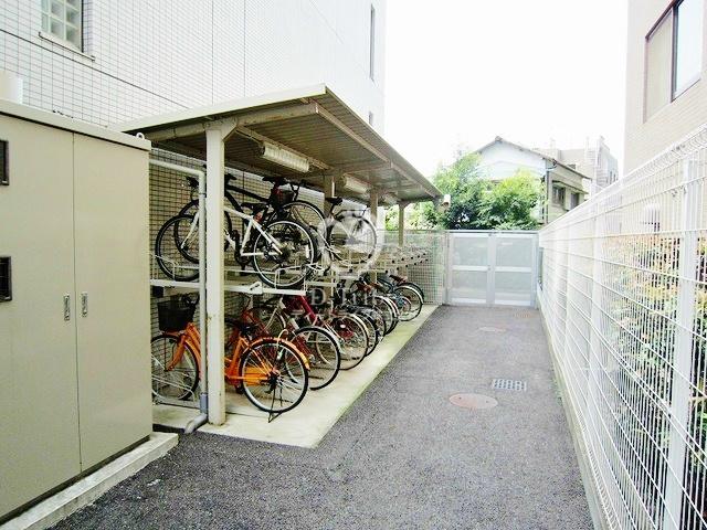 駐輪場 アパートメンツ都立大学