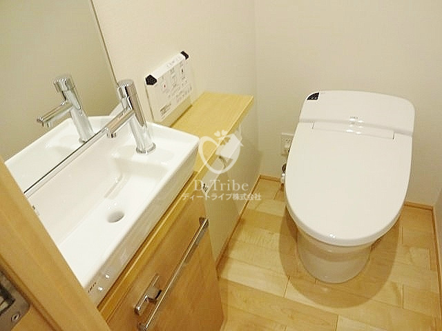 マニフィックコート広尾[502号室]のトイレ マニフィックコート広尾