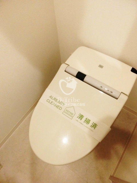 アパートメンツ都立大学[301号室]のトイレ アパートメンツ都立大学
