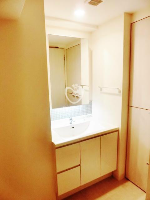 アパートメンツ都立大学[301号室]の独立洗面台 アパートメンツ都立大学