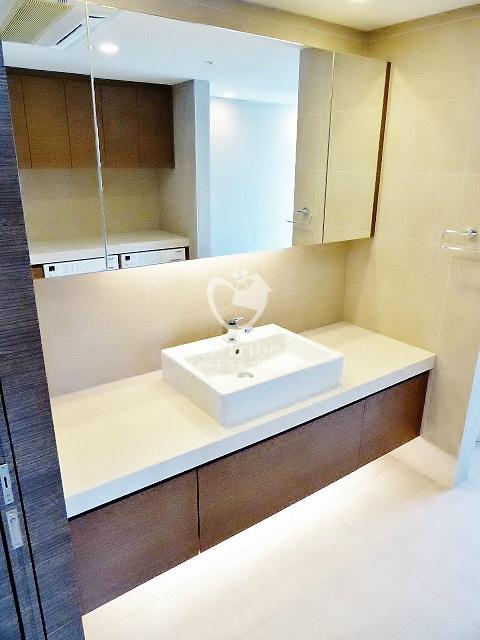 レジディアタワー麻布十番[2401号室]の独立洗面台 レジディアタワー麻布十番