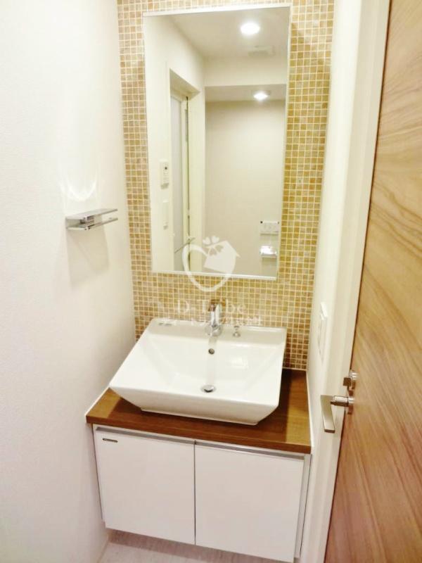 セレニティコート渋谷神泉[305号室]の独立洗面台 セレニティコート渋谷神泉