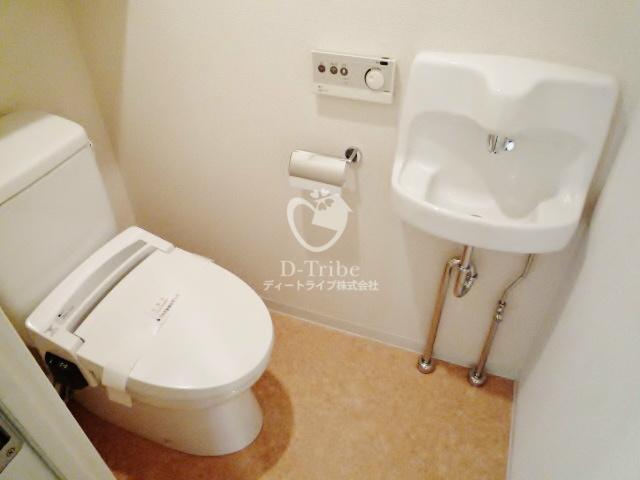 パークルージュ赤坂檜町[1401号室]のトイレ パークルージュ赤坂檜町