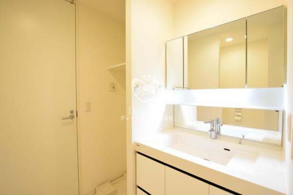アパートメンツタワー麻布十番[301号室]の独立洗面台 アパートメンツタワー麻布十番