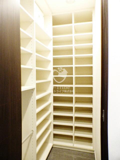 六本木グランドタワーレジデンス[1904号室]のシューズボックス 六本木グランドタワーレジデンス