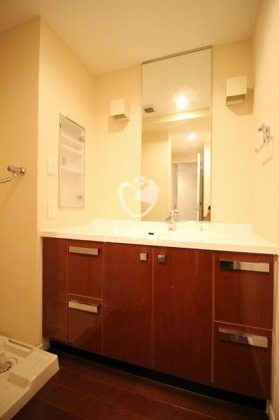 レジディア東麻布[401号室]の独立洗面台 レジディア東麻布